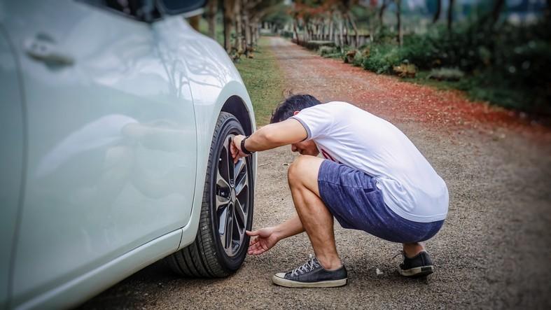 détection d'une crevaison sur une voiture