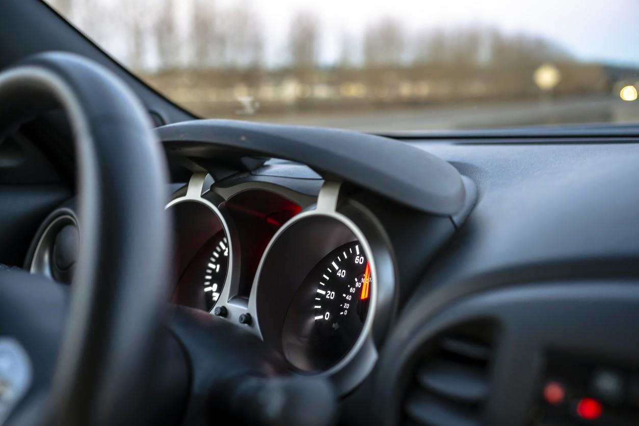 Régulateur et limiteur de vitesse